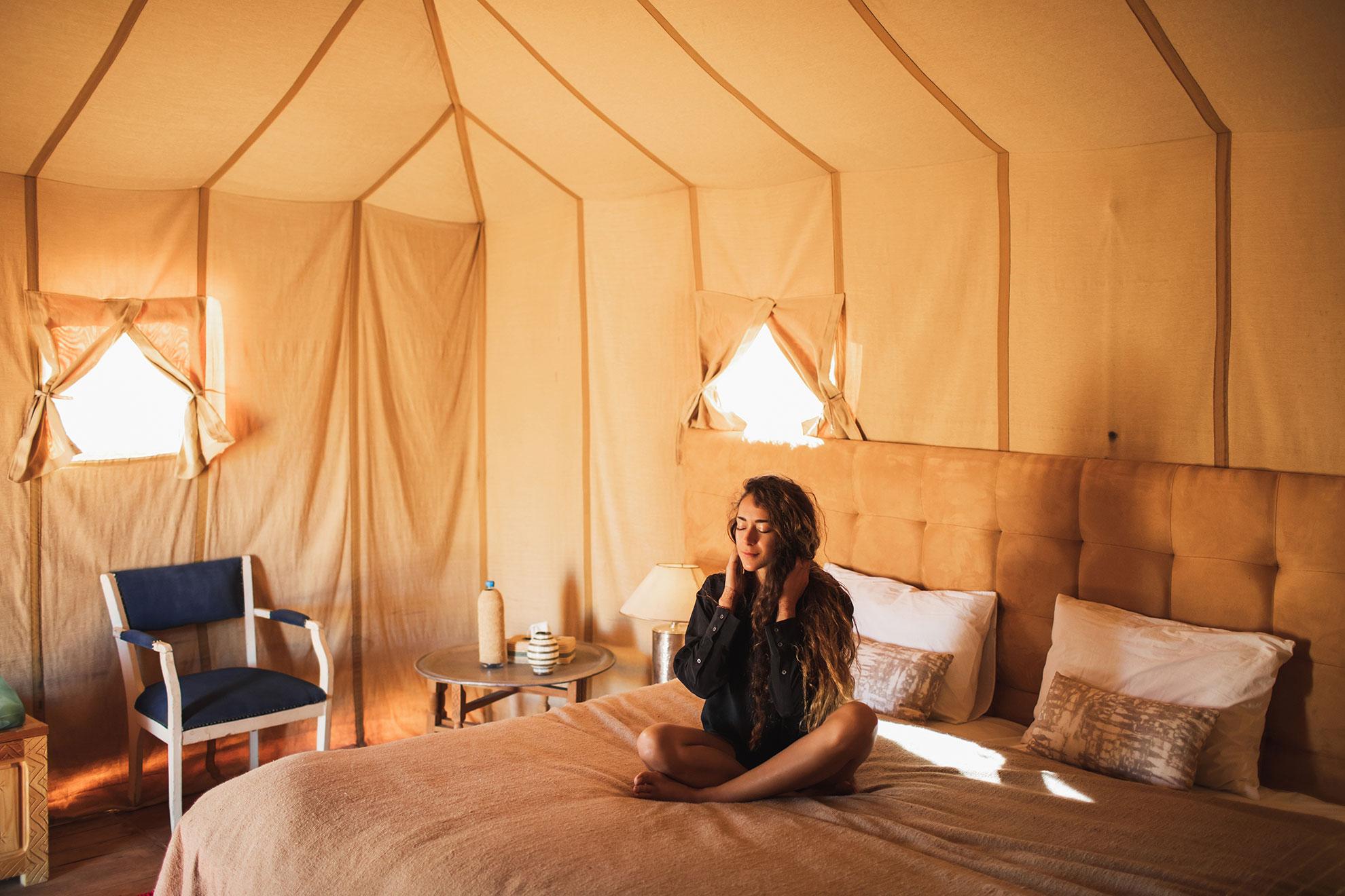 Namiot w stylu glamping, ilustracja do artykułu